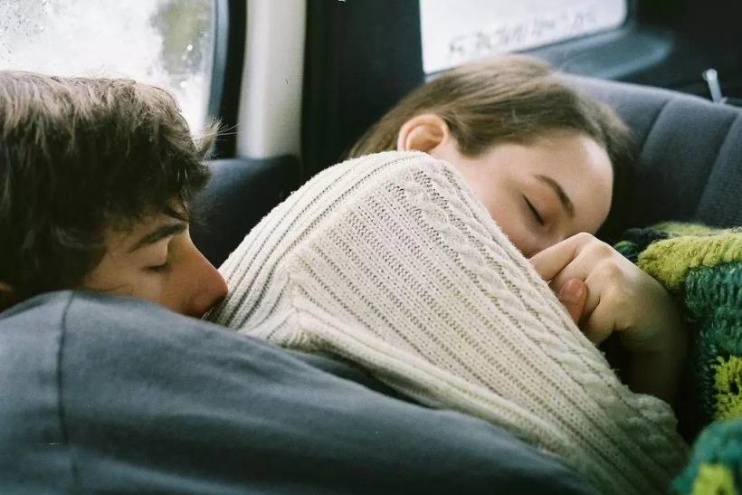 Εκείνοι που τους παίρνει ο ύπνος όπου ακουμπήσουν