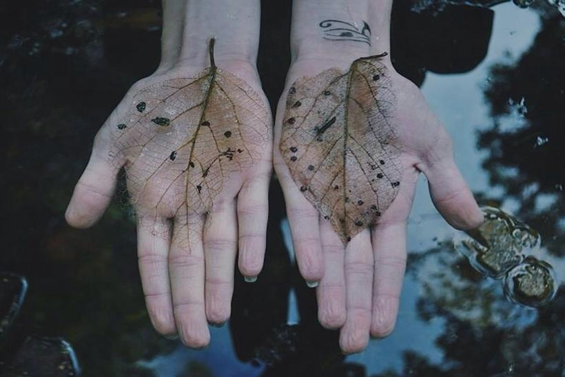 Μην αφήσεις ποτέ αυτόν που άγγιξε την ψυχή σου παραπάνω απ' το κορμί σου