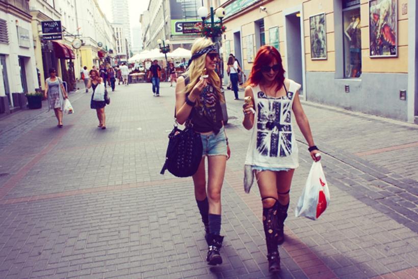Το να πηγαίνεις για ψώνια με παρέα είναι πάντα καλύτερο