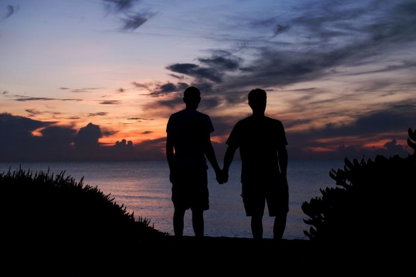 Η διαχυτικότητα σε σοκάρει μόνο στα ομοφυλόφιλα ζευγάρια