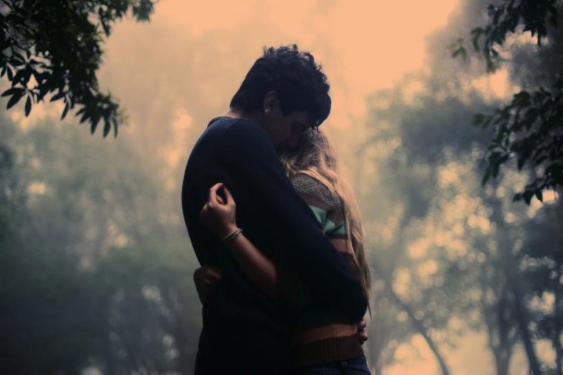 Μια αγκαλιά να σου ζεστάνει τα βράδια