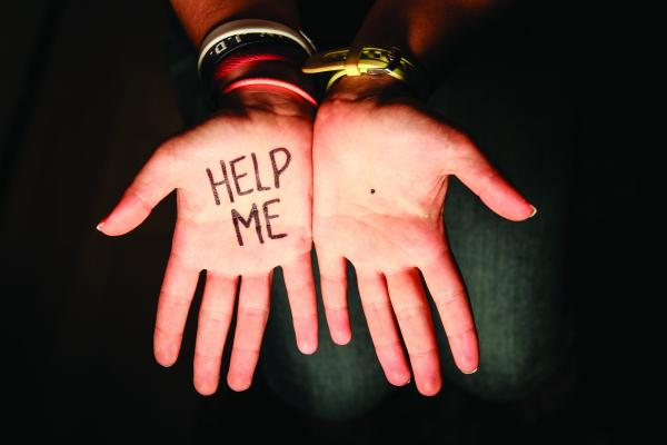 Αν δεις μία μαύρη κηλίδα στην παλάμη κάποιου, κάλεσε βοήθεια!