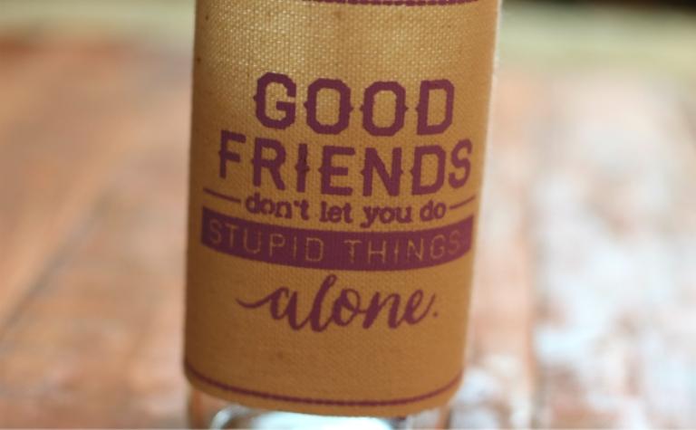 Οι φίλοι δε σε αφήνουν να κάνεις μαλακίες, μόνος!