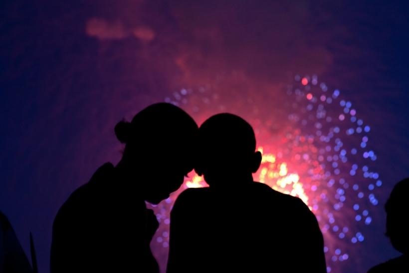 Οι σχέσεις πυροτεχνήματα αντέχουν (το πολύ) δέκα μέρες!