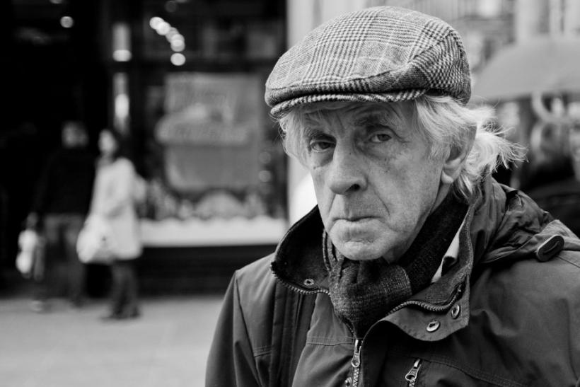 Ο σεβασμός στους ηλικιωμένους δεν εμπνέεται, επιβάλλεται