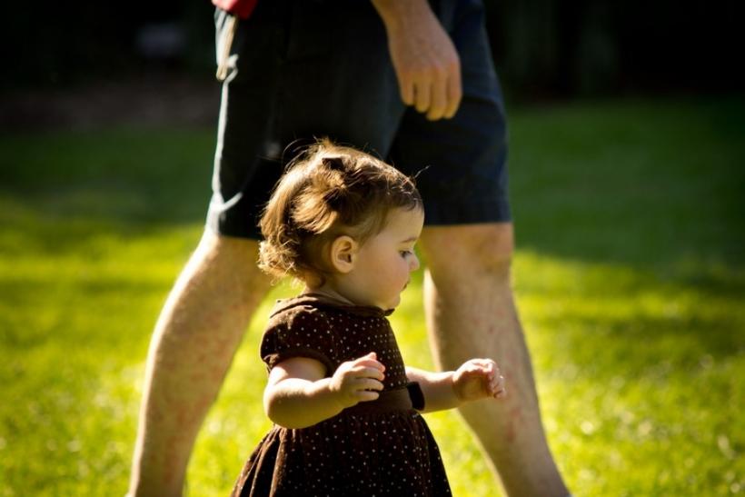 Να μάθεις στο παιδί σου να περπατάει κι όχι να στηρίζεται