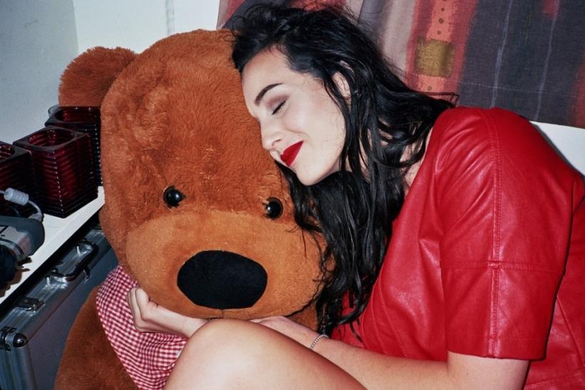 Οι γυναίκες πάντα θα χαμογελάνε με μια σοκολάτα κι ένα λούτρινο αρκούδο