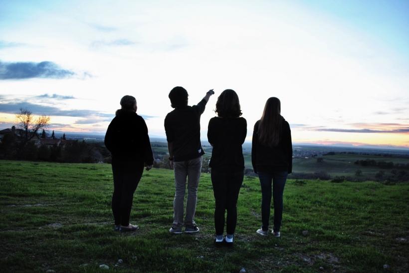 Μεγαλώνοντας δύσκολα εμπιστευόμαστε νέες φιλίες