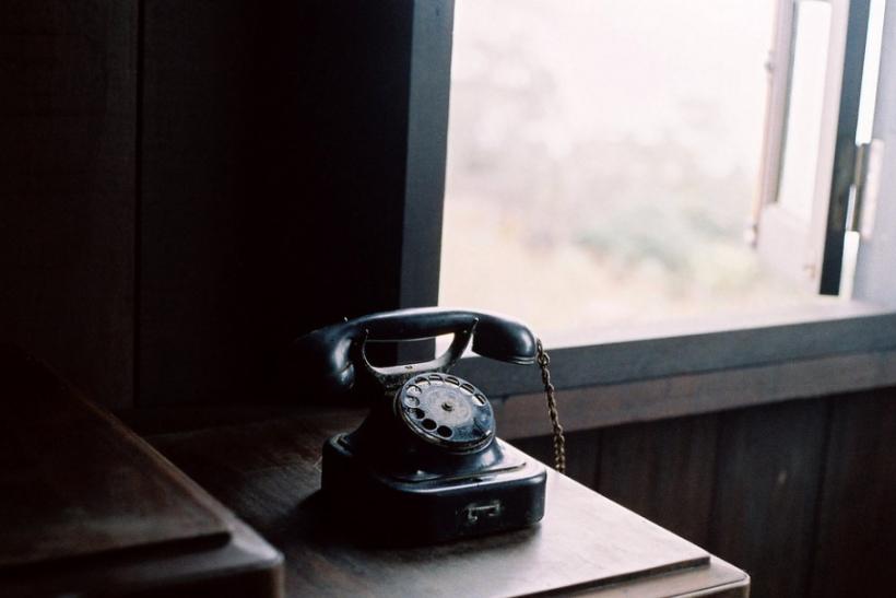 Πάρε τηλέφωνο τη μάνα σου να της πεις ότι σου λείπει