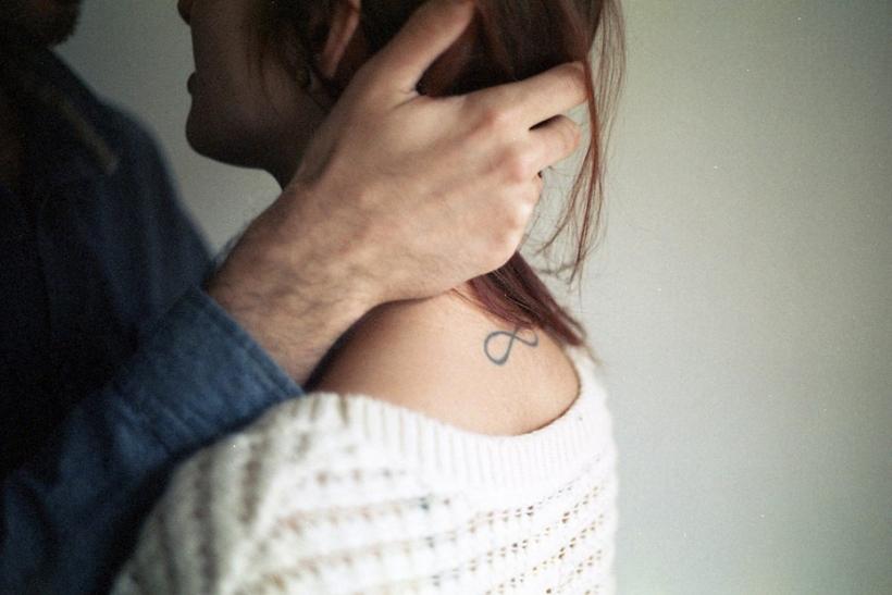 Να βρεις κάποιον που όταν τον νευριάζεις αντί να φεύγει σε αρπάζει και σε φιλάει