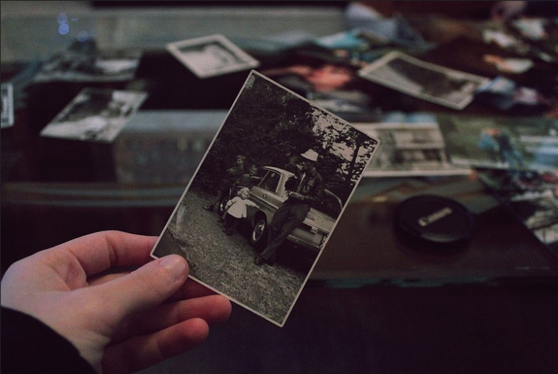 Ψάχνοντας σε παλιά οικογενειακά άλμπουμ βρίσκεις θησαυρούς