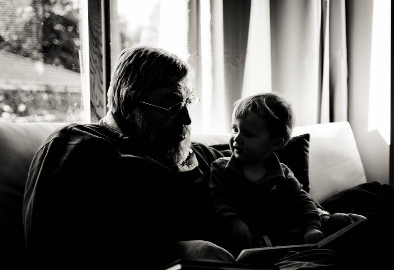 Μην ξεχνάς να δείχνεις στον παππού σου πόσο τον αγαπάς