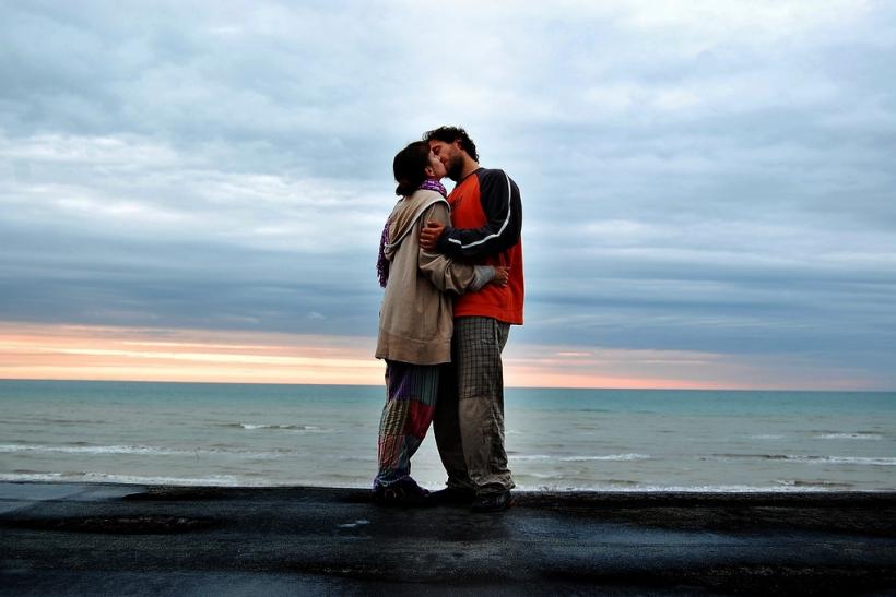 Η ευτυχία είναι σαν ένα φιλί, πρέπει να το δώσεις για να το απολαύσεις
