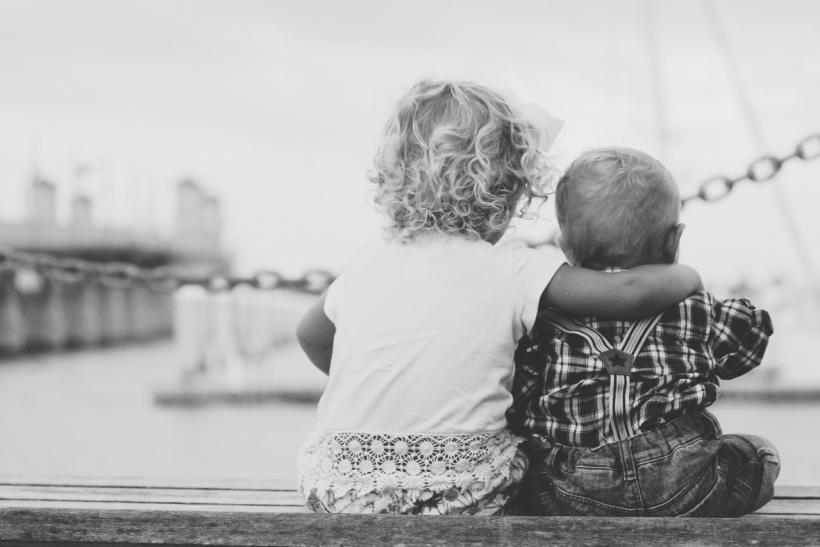 Δε δεχόμαστε ότι τα μικρά μας αδέρφια δεν είναι πια μικρά