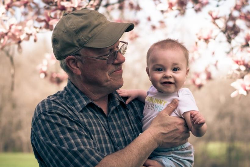 Οι παππούδες μας είναι η αστερόσκονη των παιδικών μας χρόνων