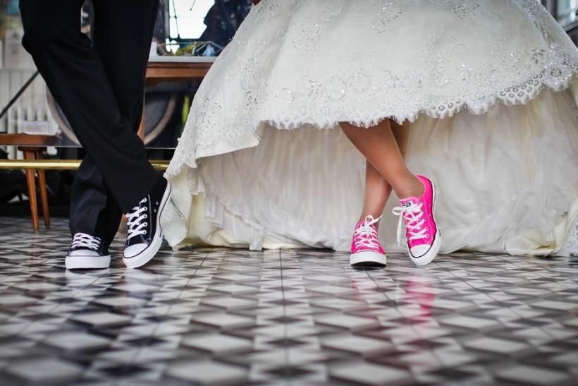 Σταματήστε να παντρεύεστε όλοι μας αγχώνετε