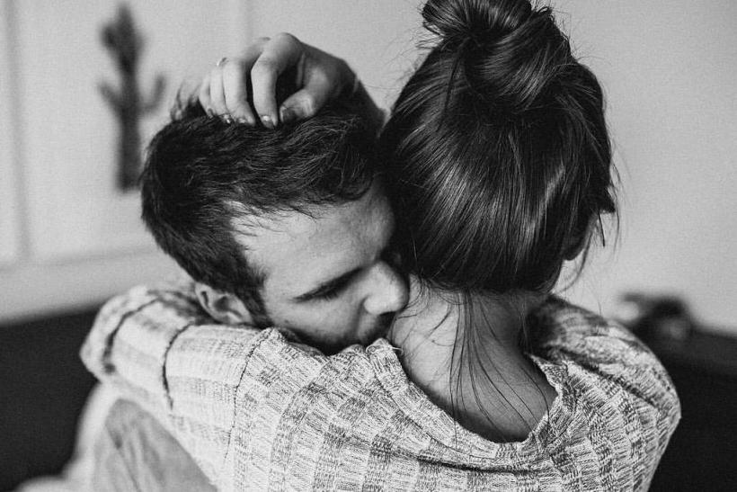 Αγκάλιασέ με σφιχτά