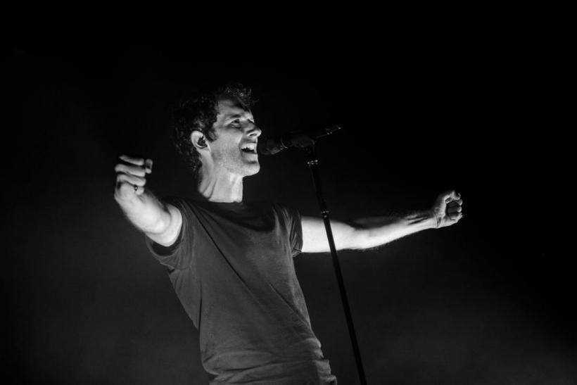 Mας αρέσει να τραγουδάμε δυνατά επειδή μας κάνει να αισθανόμαστε καλύτερα