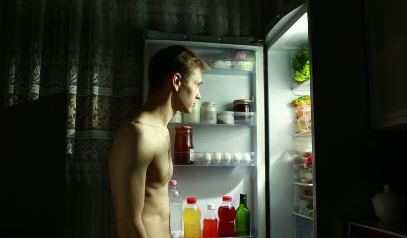 Οι βραδινές επιδρομές στο ψυγείο είναι οι καλύτερες