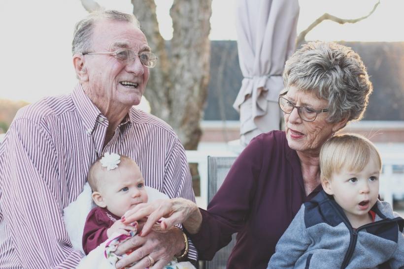 Όσοι μεγαλώσαμε με παππούδες και γιαγιάδες είμαστε πιο ευαίσθητοι