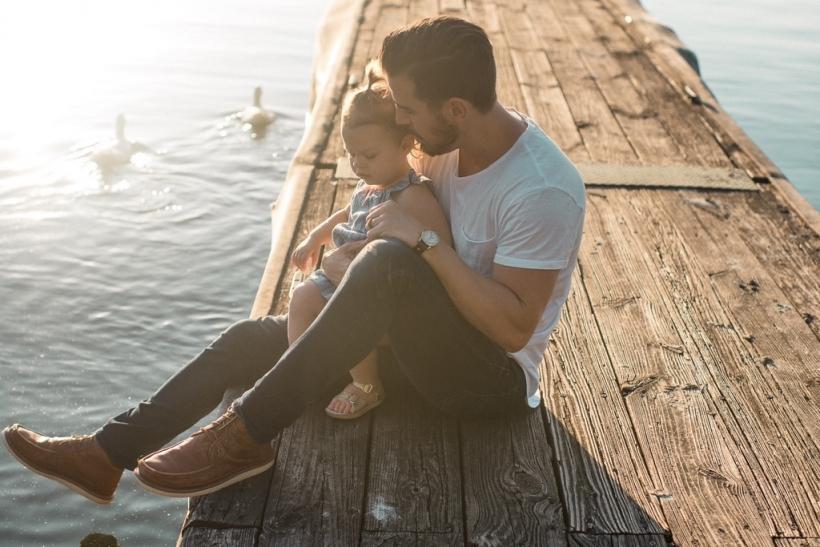 Κατά βάθος ερωτευόμαστε τον μπαμπά ή τη μαμά μας στα πρόσωπα άλλων