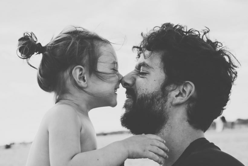 Το περήφανο κοριτσάκι του μπαμπά