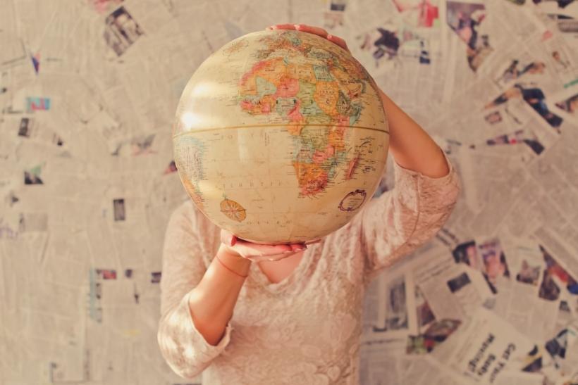 Όταν οι φίλοι μας φεύγουν στο εξωτερικό αγχωνόμαστε για τη ζωή μας