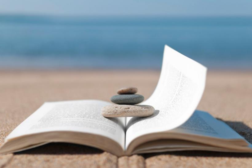 Φέτος πάρε το βιβλίο σου στην παραλία