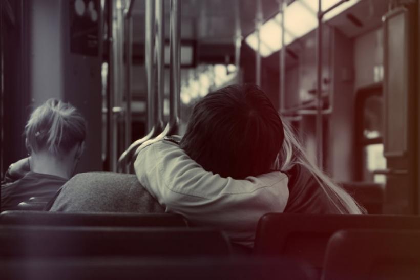 Ο αληθινός έρωτας δε φωνάζει, ψιθυρίζει