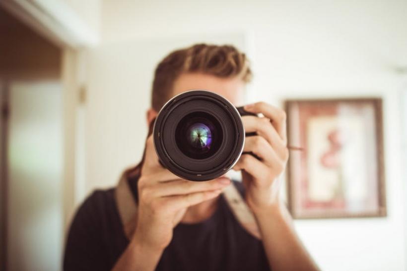 Εμείς που φωτογραφίζουμε διαρκώς τα πάντα