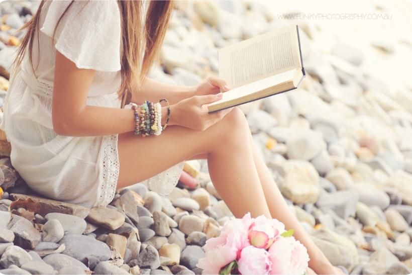 Ναι είμαστε απ' αυτούς που διαβάζουν στην παραλία