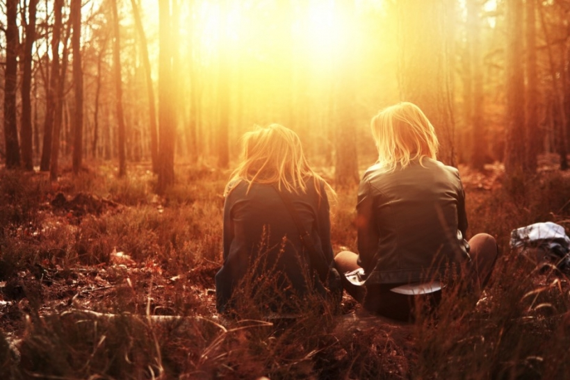 Ψάχνοντας λύσεις για τα προβλήματα φίλων βρίσκουμε και για τα δικά μας