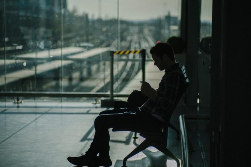 Είναι απογοήτευση να μη σε περιμένει κανείς σε σταθμούς, λιμάνια κι αεροδρόμια