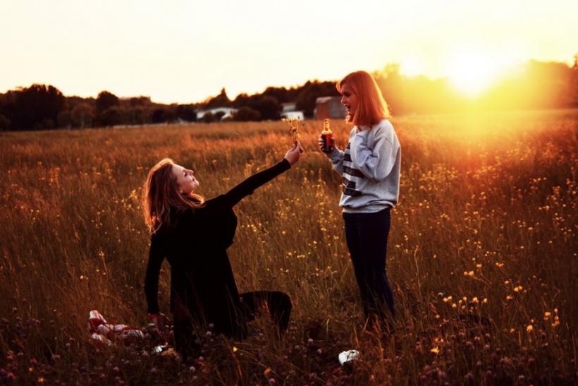 Μην ξεχνάς να λες στους φίλους σου ότι τους αγαπάς