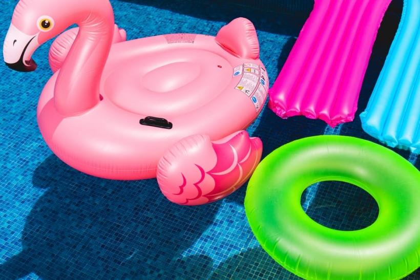 Καλοκαίρι και ροζ φλαμίνγκο τέλος