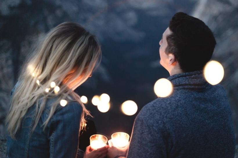 Οι μεγαλύτεροι έρωτες ξεκίνησαν απ' τα πιο μικρά πράγματα