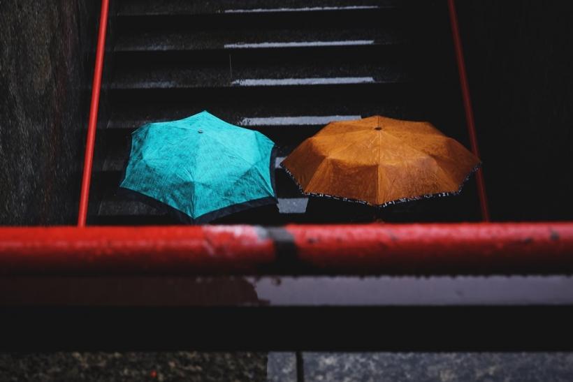 Βροχή και βαθιές σκέψεις πάνε μαζί