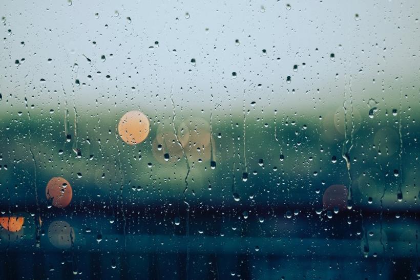 Οι βροχερές μέρες είναι για ρομάντζο κι αγκαλιές