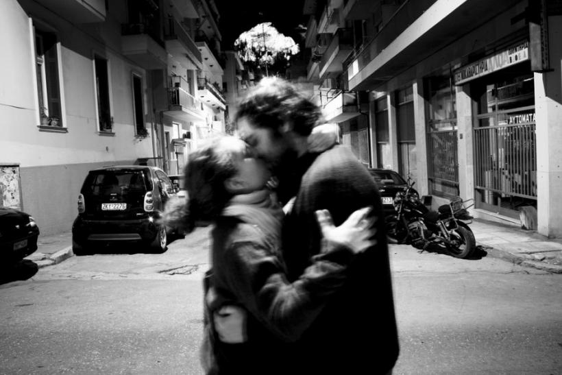 Στον καβγά αντί να φεύγει να σε αρπάζει και να σε φιλάει