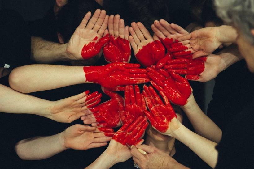 Δεν αρκεί η ευγενική καρδιά· πρέπει να έχουμε και ευγενικά χέρια