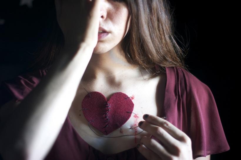 Οι πληγωμένοι άνθρωποι αγαπούν πιο βαθιά
