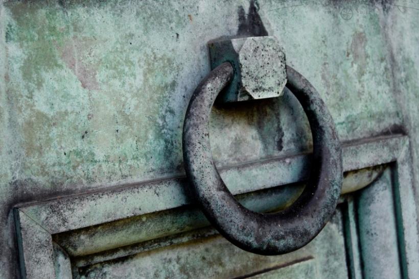 Μη μας χτυπάτε την πόρτα όταν έχουμε πια διπλοκλειδώσει