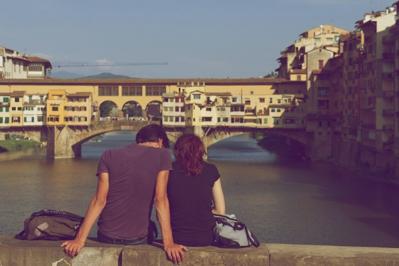 Ερωτευόμαστε πόλεις που δεν έχουμε δει κι ανθρώπους που δεν έχουμε συναντήσει