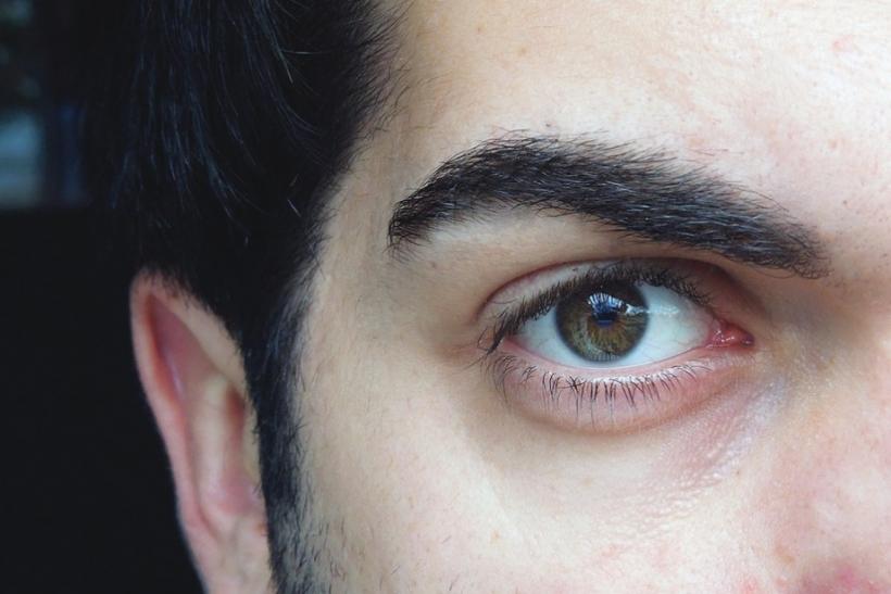 Τα καστανοπράσινα μάτια είναι μυστηριώδη κι ιδιαίτερα