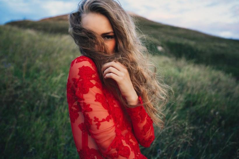 Θέλει τόλμη να ντυθείς στα κόκκινα