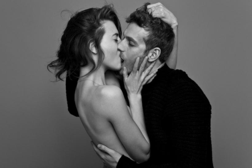 Αυτά τα φιλιά, γεμάτα οικειότητα