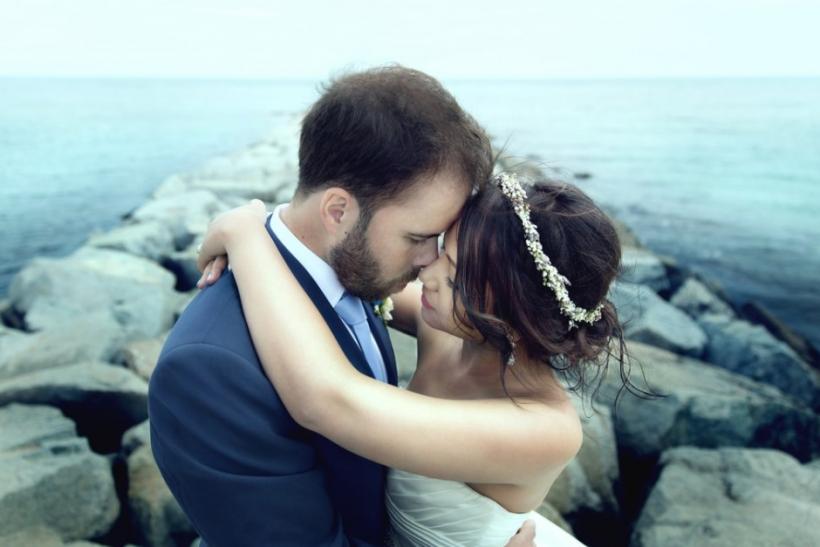 Οι φίλοι που τελικά παντρεύτηκαν ενώ ορκίζονταν πως δεν πρόκειται