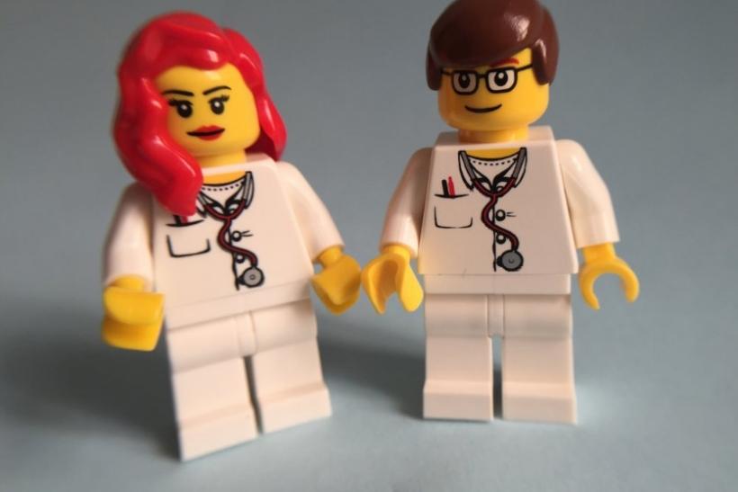 Οι ιατροί είναι σούπερ σέξι γιατί μας κάνουν να νιώθουμε ασφάλεια