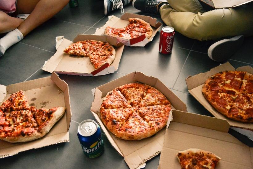 Φίλοι: συμπαραστάτες στη διατροφή και τη γουρουνιά