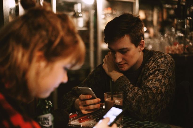 Τα κοινωνικά δίκτυα αντικατέστησαν την ίδια τη ζωή